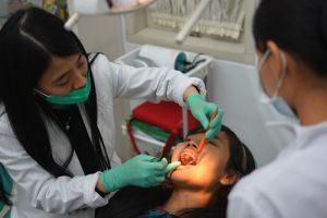 Dokter Spesialis Pasang & Perawatan Kawat Gigi,Orthodonti,Behel,Implan,Gigi Palsu